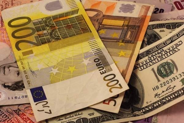 Украинцы стали меньше продавать валюту - что сразу стабилизировало курс