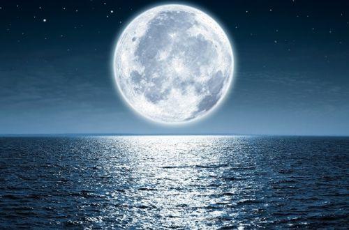 Гороскоп на апрельское полнолуние для всех знаков Зодиака: чья жизнь под угрозой